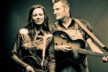 Photo By: countrymusictattletale.com
